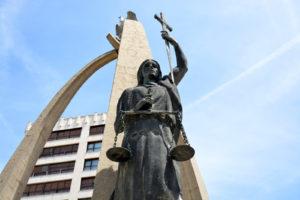 escultura representando la justicia